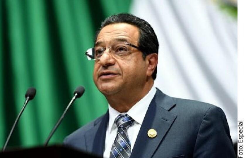 El robo de combustible a Pemex es un delito que va a la alza cada año porque cuesta cero pesos a la delincuencia y tampoco se castiga a los huachicoleros, advirtió el diputado federal, Miguel Ángel Salim Alle.