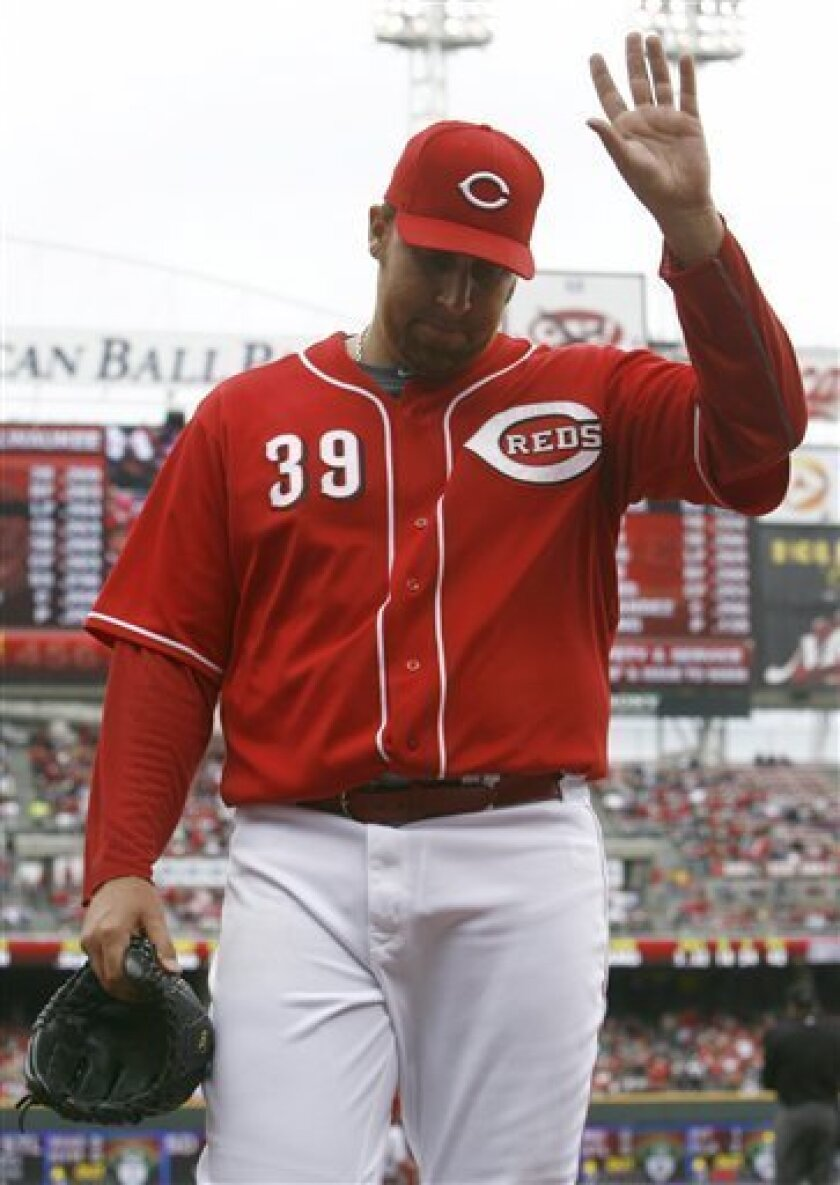 Cincinnati Reds pitcher Aaron Harang waves to the crowd as he leaves the baseball game in the third inning against the Milwaukee Brewers, Sunday, Oct. 3, 2010, in Cincinnati. (AP Photo/David Kohl)