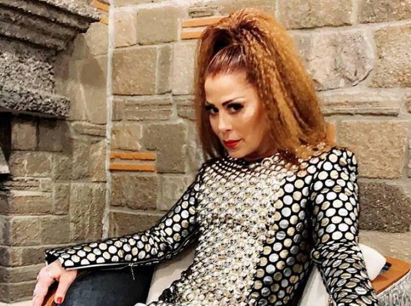 La cantante mexicana Alejandra Guzmán tiene un regalo muy especial para sus fans.