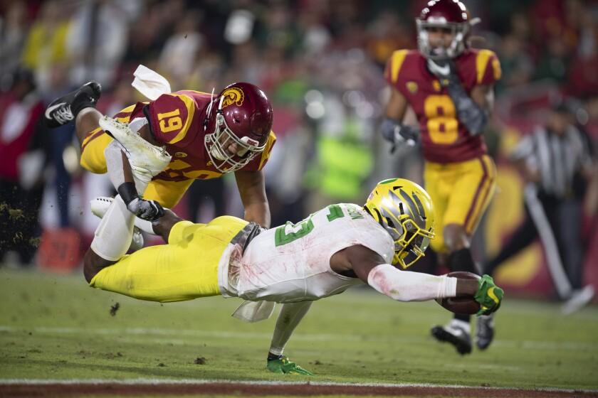 Oregon wide receiver Juwan Johnson dives to score a touchdown past USC linebacker Ralen Goforth on Nov. 2, 2019.