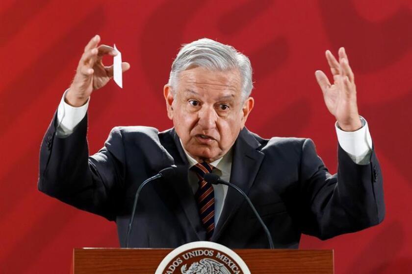 El presidente de México, Andrés Manuel López Obrador, habla durante su rueda de prensa matutina este miércoles, en el Palacio Nacional de Ciudad de México (México). EFE