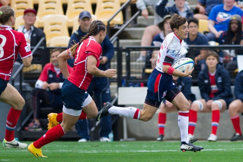 Jessica Javelet breaks through the Russian defense in the World Rugby Women's Sevens World Series.