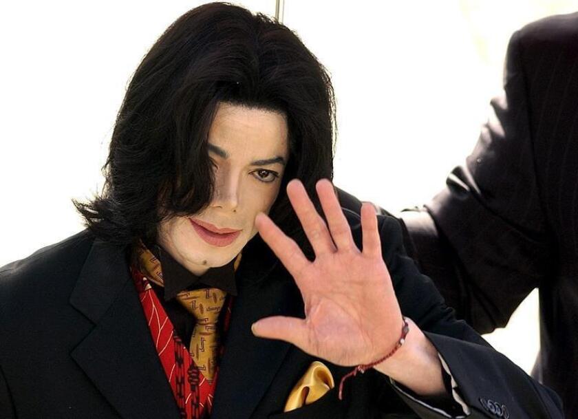 Un juez de Los Ángeles desestimó una demanda contra el fallecido cantante Michael Jackson por un presunto delito de abuso sexual a un menor, informó hoy el medio especializado en noticias de famosos TMZ. EFE/ARCHIVO