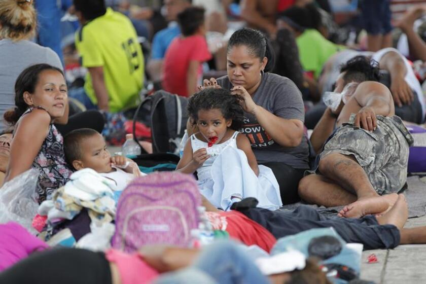 Migrantes hondureños descansan en la localidad de Mapastepec, en el estado de Chiapas (México). EFE/Archivo