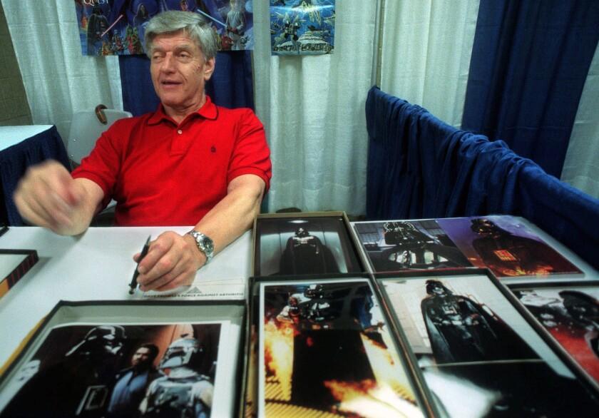 """Dave Prowse, el Darth Vader original en la trilogía de """"Star Wars"""", en una convención de cómics"""