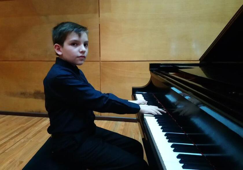 El niño Mateo toca el piano el pasado viernes, 27 de julio de 2018, en el Instituto Superior de Música, en el estado de Veracruz (México). EFE