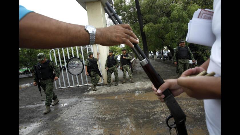 Venta de armas de Estados Unidos a México incrementa la violación de derechos humanos: ONG