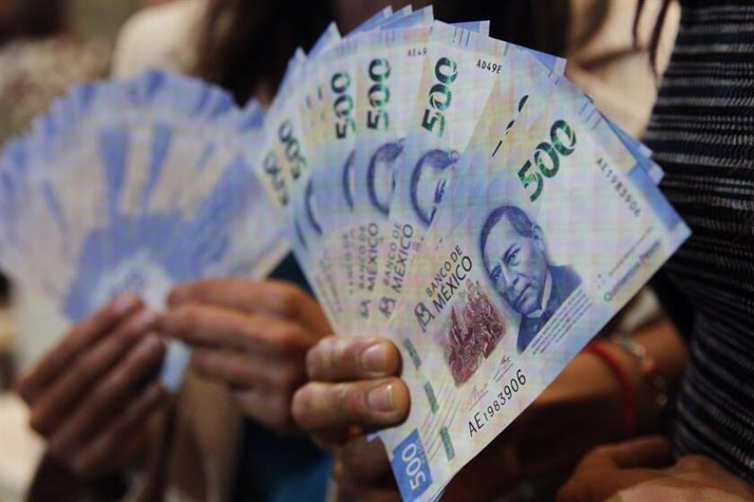 México pondrá en marcha tres programas piloto con el objetivo de reducir el uso de dinero en efectivo y hacer remontar los bajos porcentajes de bancarización que vive el país, informó este martes el Gobierno mexicano. EFE/Archivo