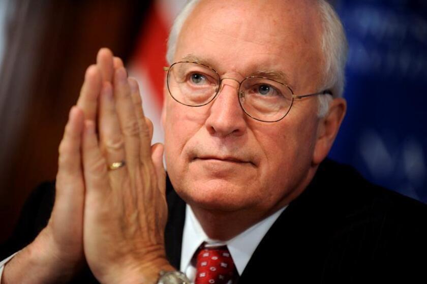 El exvicepresidente de Estados Unidos (2001-2009), Dick Cheney, expresó hoy su desacuerdo con los comentarios del presidente Donald Trump contra los mexicanos y dijo que tampoco comparte su visión de cerrar las puertas de su nación a migrantes. EFE/ARCHIVO