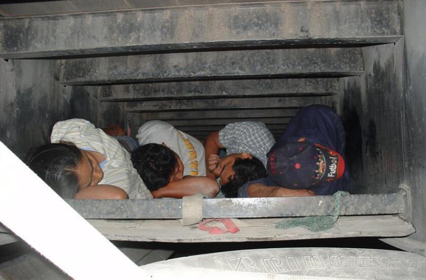 Un grupo de 77 mexicanos indocumentados, entre ellos cinco menores de edad, fue descubierto dentro de un falso camión de la compañía UPS que circulaba en San Diego (California, EEUU), según una denuncia federal a la que Efe tuvo acceso hoy. EFE/ARCHIVO