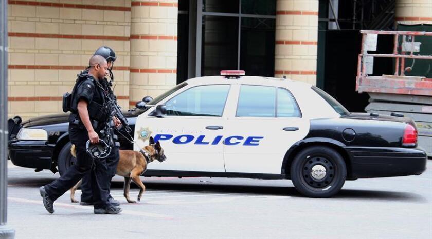 Policía resguarda la seguridad en el campus de ingeniería tras un tiroteo. EFE/Archivo