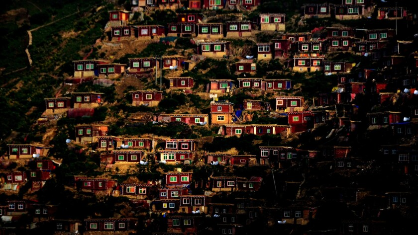 Dwelling units at Larung Gar.