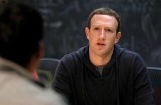 Por qué Cambridge Analytica y Facebook están siendo demandados en Illinois, bajo investigación de la Comisión Federal de Comercio