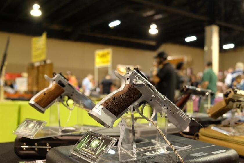 El Departamento de Justicia anunció hoy la prohibición de los dispositivos que aceleran la capacidad de disparo de las armas semiautomáticas. EFE/Archivo