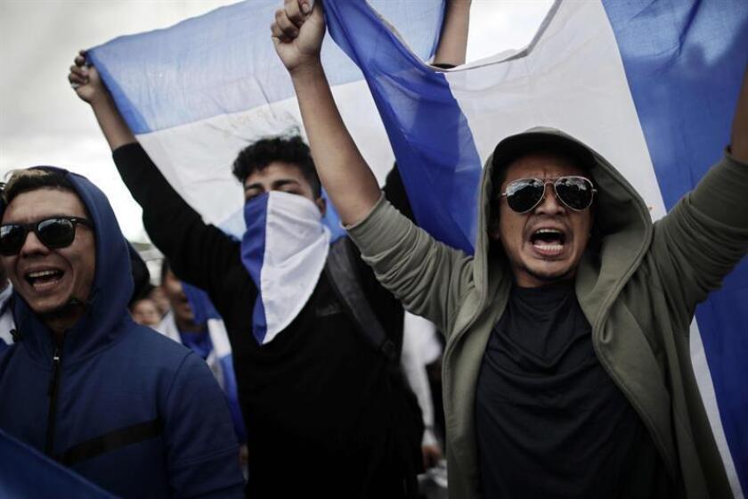 Decenas de nicaragüenses se manifiestan en contra del presidente de Nicaragua, Daniel Ortega. EFE/Archivo