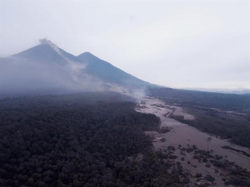 Vista aérea del Caserío San Miguel Los Lotes hoy, lunes 4 de junio de 2018, después de la erupción del volcán de Fuego, en Escuintla (Guatemala). EFE