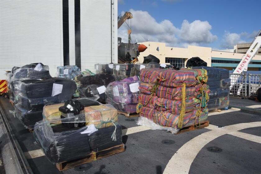 Guardia Costera descarga en Florida cocaína incautada en el Pacífico