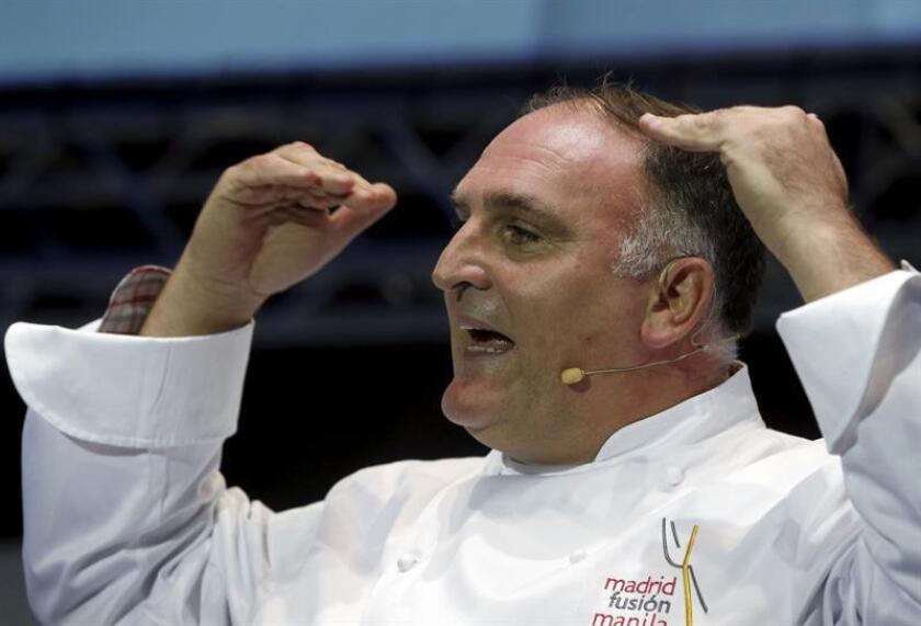"""El chef José Andrés durante su ponencia """"Alta cocina para cambiar el mundo. EFE/Archivo"""