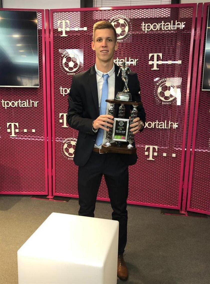 Fotografía facilitada por el portal informativo TPortal del centrocampista español del Dinamo Zagreb, Daniel Olmo, que fue nombrado hoy mejor jugador del año 2018 en Croacia. EFE