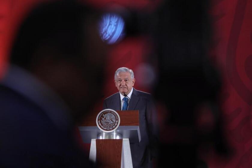 El presidente de México, Andrés Manuel López Obrador, habla durante su rueda de prensa matutina este jueves en el Palacio Nacional, en Ciudad de México (México). EFE