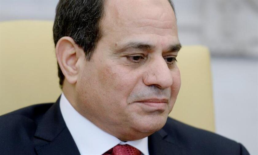 El presidente Donald Trump telefoneó hoy a su homólogo egipcio, Abdelfatah al Sisi, para transmitirle sus condolencias por el atentado perpetrado contra la iglesia de Mar Mina, situada a las afueras de El Cairo, en el que fallecieron una decena de personas. EFE/ARCHIVO/POOL