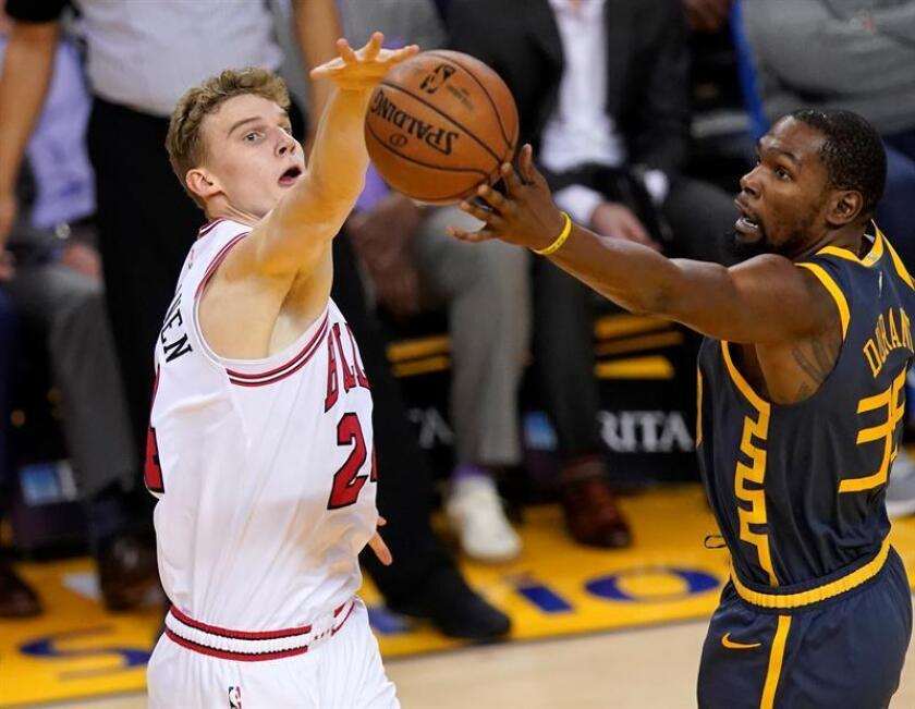 Golden State Warriors forward Kevin Durant (R) and Chicago Bulls forward Lauri Markkanen of Finland (L) in action during the second half of the NBA game between the two teams at Oracle Arena in Oakland, California, USA, Jan. 11, 2019. EPA-EFE/JOHN G. MABANGLO SHUTTERSTOCK OUT