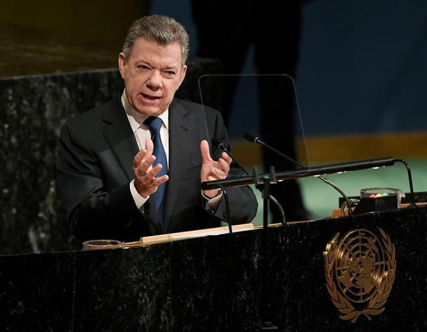 Fotografía cedida por las Naciones Unidas que muestra al presidente colombiano, Juan Manuel Santos, mientras pronuncia un discurso sobre la construcción de la paz en la sede de la ONU en Nueva York (Estados Unidos) hoy, 24 de abril de 2018. EFE/ Evan Schneider /ONU/SOLO USO EDITORIAL/PROHIBIDA SU VENTA
