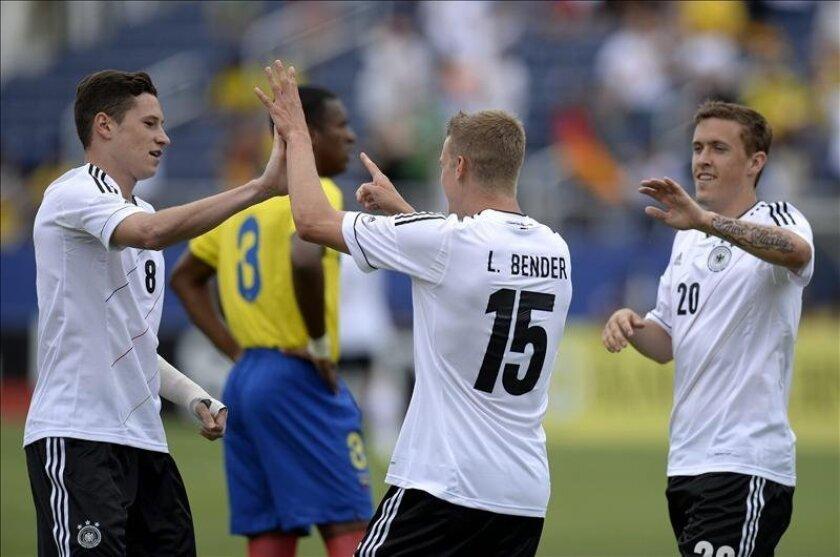 El jugador alemán Lars Bender (c) celebra su gol ante Ecudor hoy, miércoles 29 de mayo de 2013, durante un juego amistoso en el estadio FAU en Boca Ratón (EE.UU.). EFE/RHONA WISE