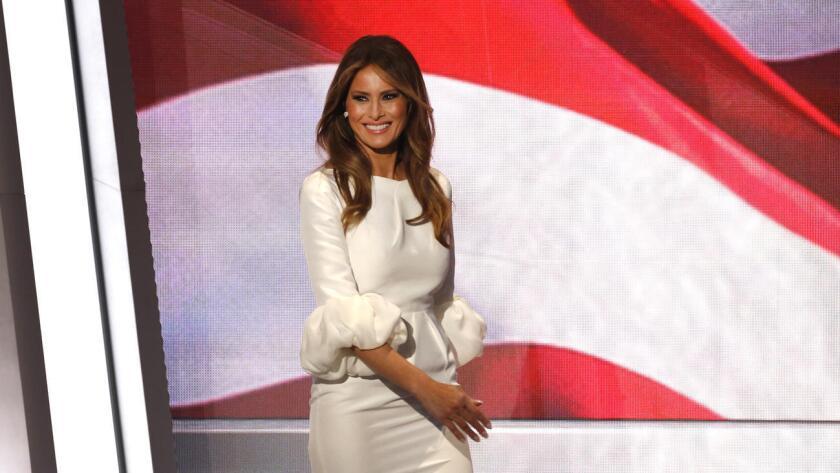 """El discurso pronunciado ayer por Melania Trump en el pleno de la Convención Nacional Republicana guardó tales similitudes con uno de Michelle Obama en 2008 que algunos medios estadounidenses acusaron de """"plagio"""" a la esposa de Donald Trump."""