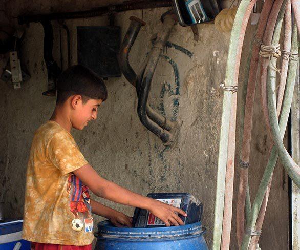 Iraqi children shoulder burdens
