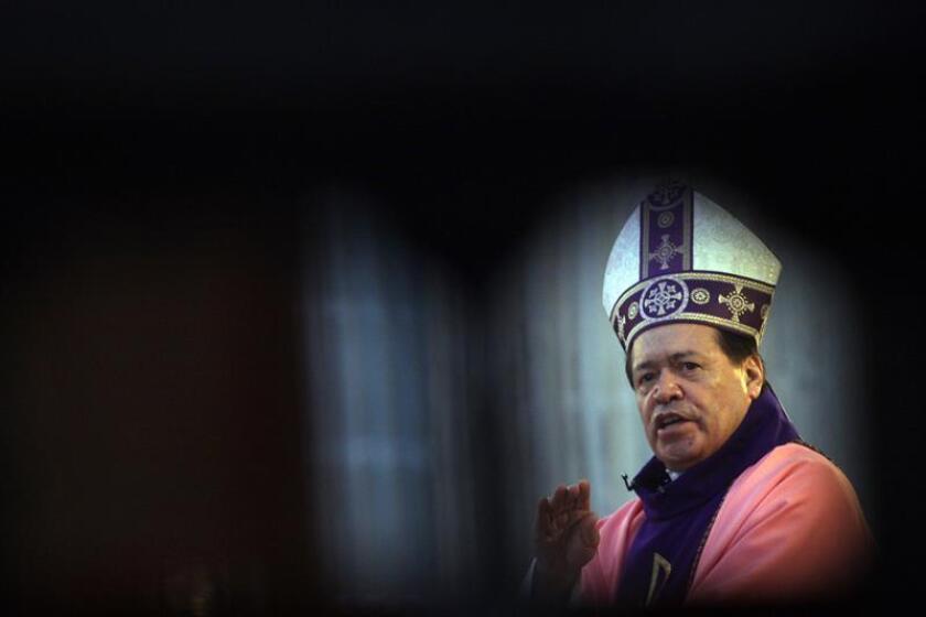 Fotografía de archivo del 14 de marzo de 2010, que muestra al cardenal Norberto Rivera Carrera, durante una rueda de prensa ofrecida en Ciudad de México, (México). EFE