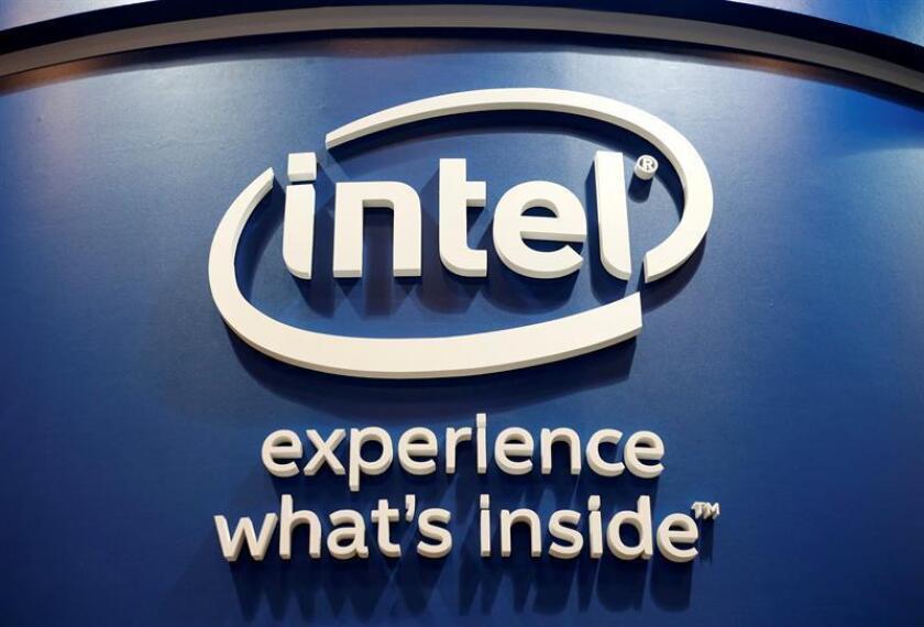 Fotografía de archivo tomada el 1 de junio de 2016 que muestra el logotipo de Intel durante la eria de tecnología COMPUTEX en Taipei (Taiwán). EFE