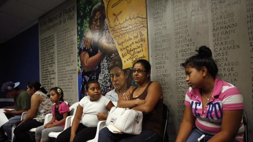 Las autoridades estadounidenses ampliarán sus recursos para verificar las solicitudes de asilo provenientes de Guatemala, Honduras, El Salvador y comenzarán a admitir acompañantes adultos de los menores refugiados.