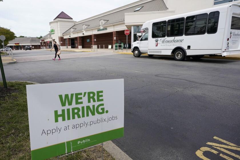 Bajan solicitudes de ayuda por desempleo en EEUU