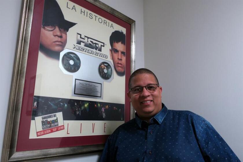 """El exreguetonero puertorriqueño Héctor """"El Father"""", ahora pastor evangélico, posa para Efe durante una visita el 14 de marzo de 2018, en San Juan, Puerto Rico. EFE"""
