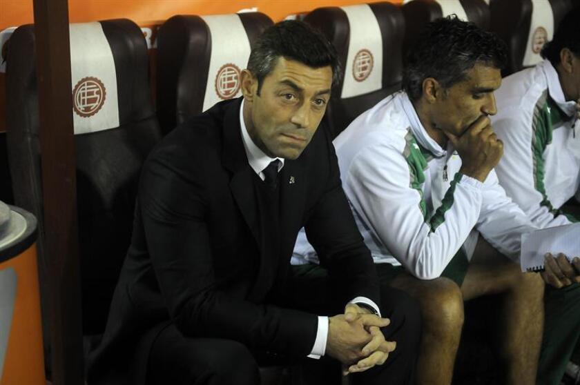 En la imagen un registro de Pedro Caixinha, entrenador portugués de fútbol, quien estará al frente del Cruz Azul mexicano a partir del próximo Clausura 2018. EFE/Archivo
