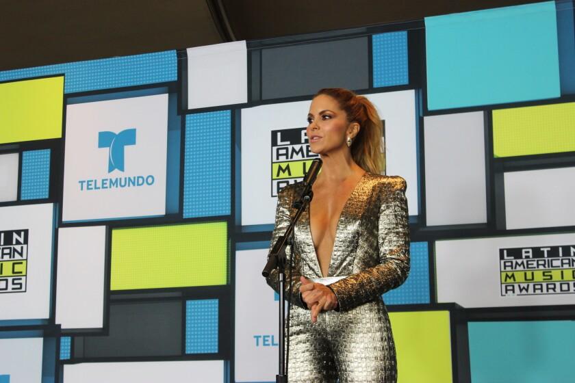 La artista mexicana Lucero fue la presentadora del evento LAMAs en el Dolby Theatre de Hollywood.
