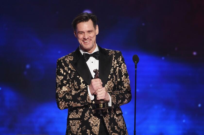 While accepting an award Friday night, funnyman Jim Carrey roasted President Trump.