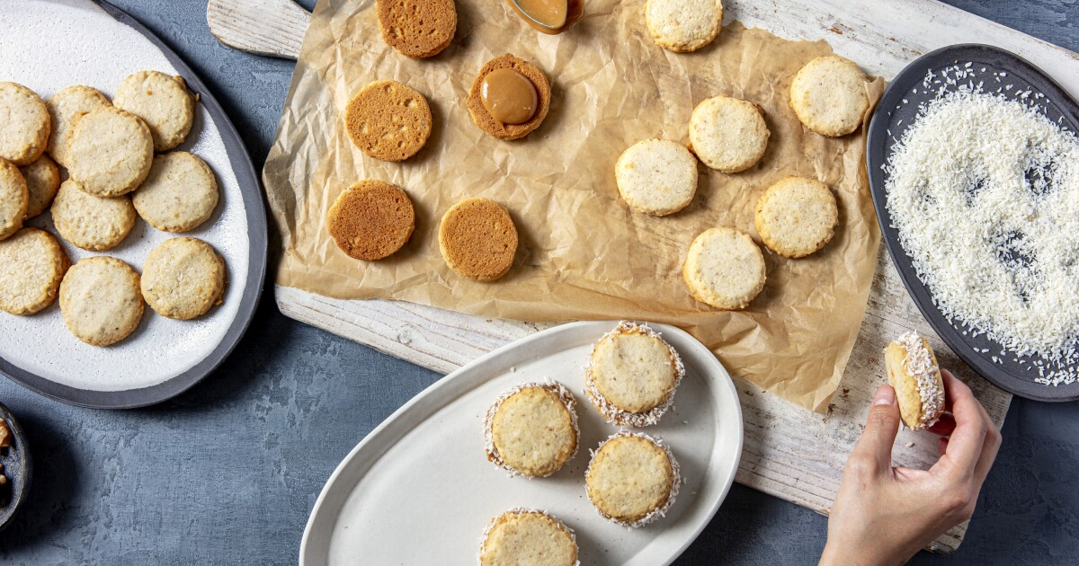 Alfajor de Nuez (Walnut Cookies With Dulce de Leche and Coconut)