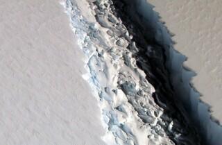 Iceberg colosal se separa de una plataforma en la Antártida