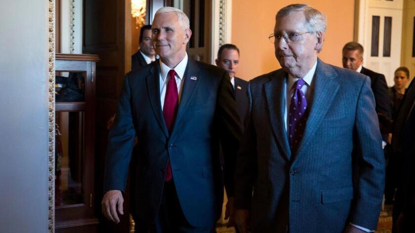 """""""Debemos actuar rápidamente para llevar ayuda al pueblo estadounidense"""", señaló el líder de la mayoría del Senado, el republicano Mitch McConnell (d)."""
