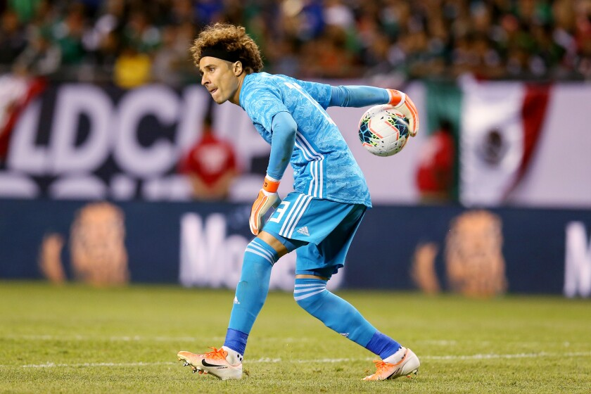 CHICAGO, ILLINOIS - JULY 07: Guillermo Ochoa #13 of the Mexico passes the ball in the second half against the United States during the 2019 CONCACAF Gold Cup Final at Soldier Field on July 07, 2019 in Chicago, Illinois. (Photo by Dylan Buell/Getty Images) ** OUTS - ELSENT, FPG, CM - OUTS * NM, PH, VA if sourced by CT, LA or MoD **