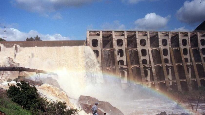 1995 was one of the few years water flowed over the Lake Hodges spillway.