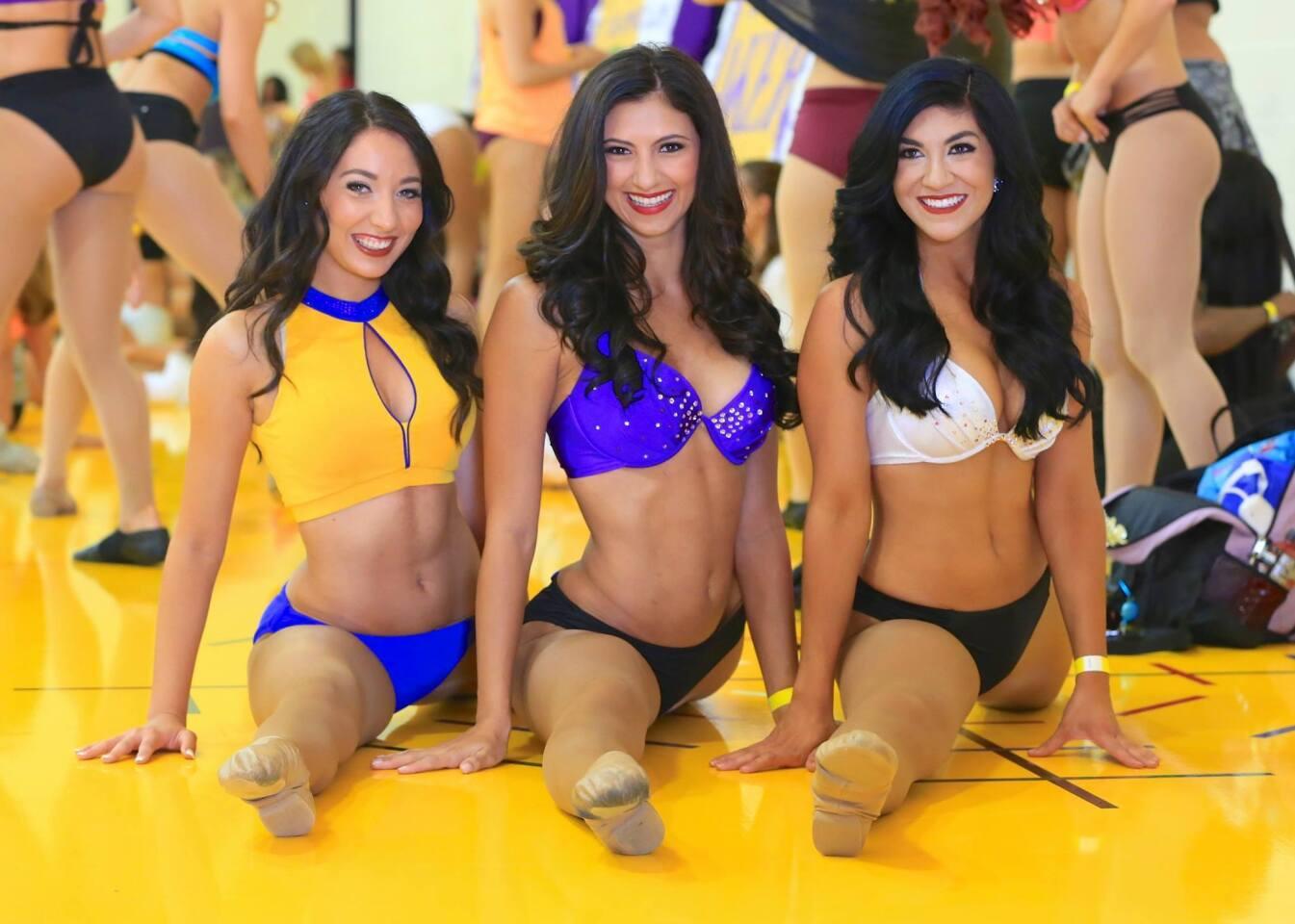 El pasado fin de semana se realizaron las audiciones para el equipo de animación de los Lakers, las LakerGirls. Decenas de muchachas hicieron la audición para formar parte del equipo 2015-16 y el lente de HOY Deportes estuvo ahí. Aquí está la segunda entrega: