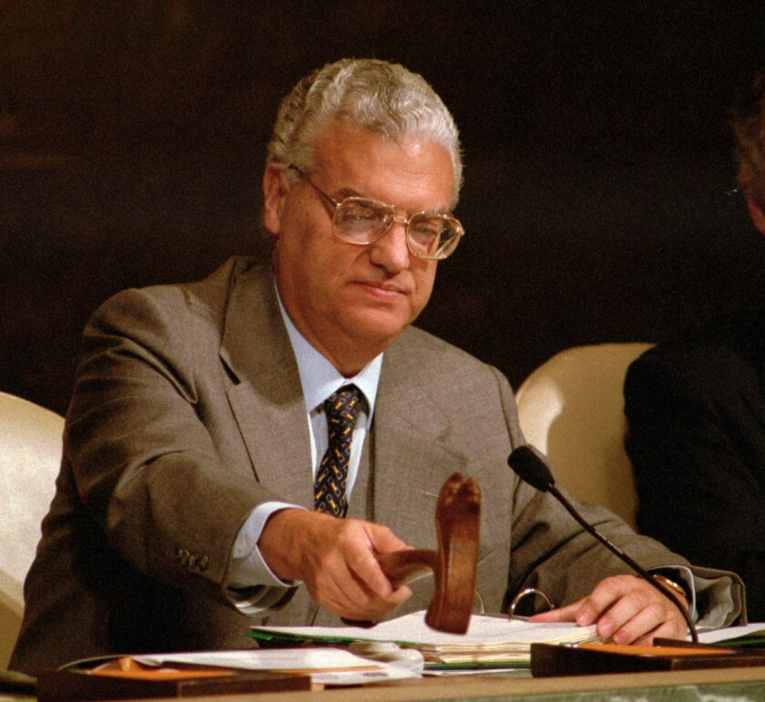 FILE - In this Sept. 19, 1995 file photo, Diogo Freitas do Amaral, the incoming president of the United Nations General Assembly, gavels the assembly into session at UN Headquarters. Diogo Freitas do Amaral, a Portuguese conservative politician who played a leading role in cementing democracy after the country's 1974 Carnation Revolution and later became president of the United Nations General Assembly, has died it was announced Thursday, Oct. 3 2019. He was 78.(AP Photo/Kathy Willens, file)
