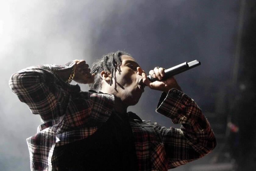El rapero estadounidense A$AP Rocky durante el concierto que ofrece en la segunda jornada del Festival Sónar, el 19 de junio de 2015, en Barcelona. EFE/Marta Pérez/Archivo