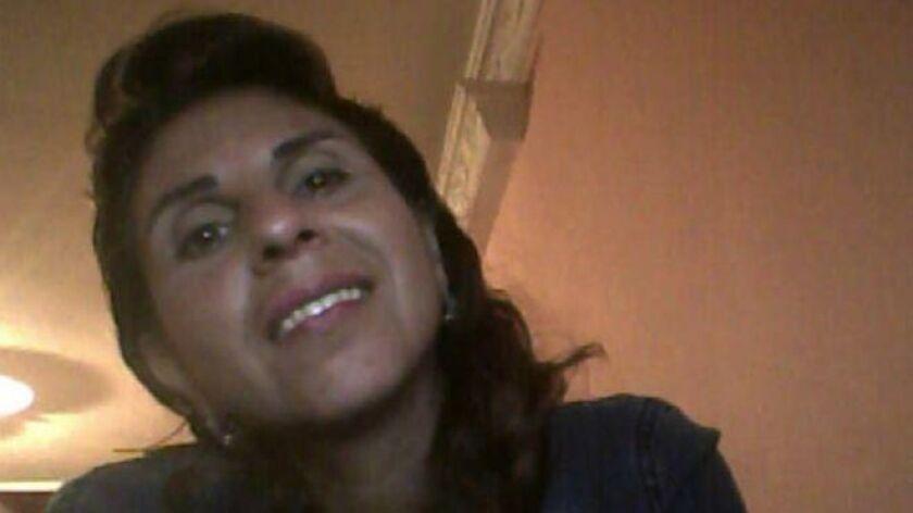 """A Dora Lilia Gálvez, una mujer colombiana de 44 años, """"la arrastraron del pelo, la violaron, la golpearon y la empalaron"""". Así se lo describe su hermana, Francy Elena Gálvez, a BBC Mundo."""