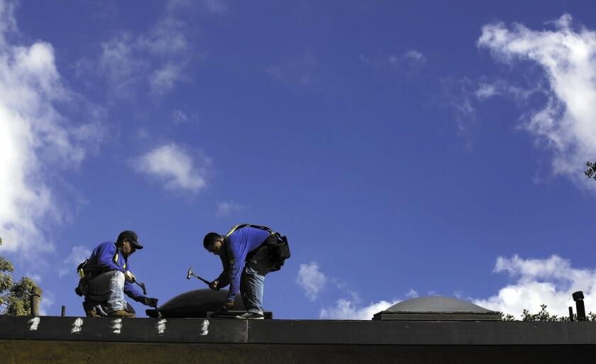 la-2443537-fi-el-nino-roofing-2-brv-jpg-20151109