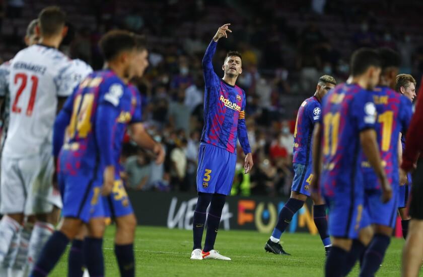 El capitán del Barcelona Gerard Piqué hace