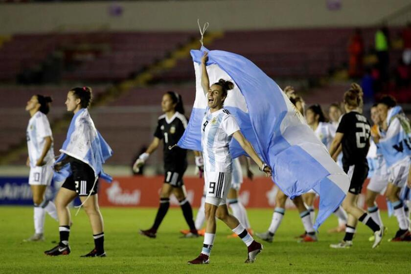 Argentina's players celebrate after defeating Panama during the 2019 FIFA Women's World Cup qualifier match between Panama and Argentina, at the Rommel Fernandez National Stadium, in Panama City, Panama, 13 November 2018. EPA-EFE/BIENVENIDO VELASCO